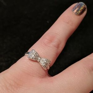 Jewelry - Delicate bow ring